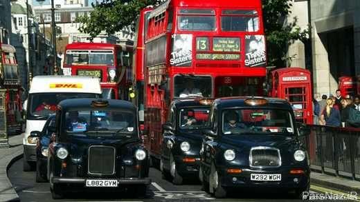 تاکسی های مجهز به لوازم آرایشی مخصوص بانوان + عکس
