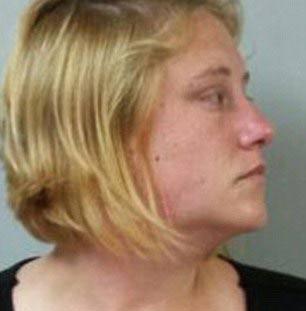 بازداشت مادر به دلیل سرطانی جلوه دادن خود و فرزندش