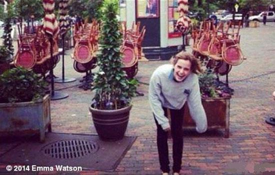 اما واتسون بازیگر هالیوودی برای حمایت از زنان ترکیه در ملا عام خندید