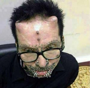 عکس های وحشتناک رئیس سازمان شیطان پرستان
