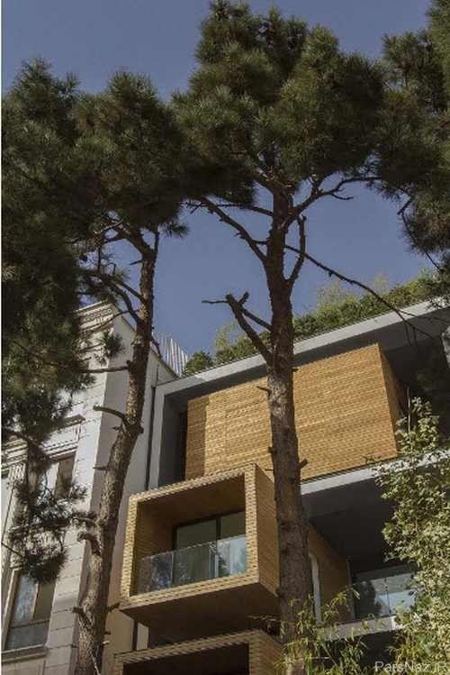 ساختمانی هفت طبقه دارای سه اتاق متحرک در تهران + عکس