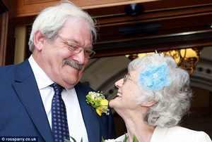ازدواج عجیب این زوج بعد از 42 سال نامزدی + عکس
