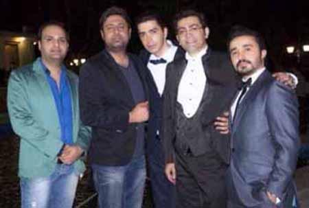 چهره فرزاد حسنی در جشن ازدواج برادرش + عکس