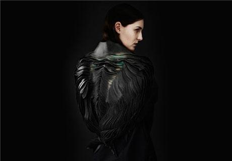 لباس زنانه عجیب که تبدیل به آفتابپرست و طاووس میشود