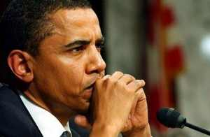 عکس جنجالی زانو زدن اوباما در مقابل یک دختر