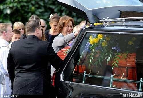 نیکول کیدمن با چشم پر اشک در مراسم خاکسپاری پدرش