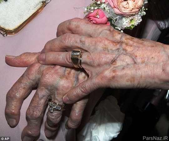 ازدواج تاسف بار پیرزن های همجنسگرای 90 ساله + عکس