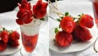 آموزش تصویری درست کردن گل رز با استفاده از توت فرنگی