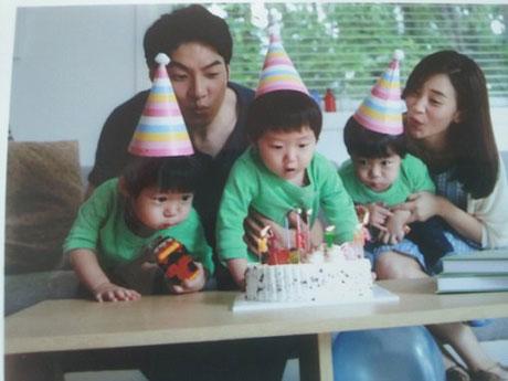 جومونگ بازیگر مشهور کره ای در کنار همسر و فرزندانش