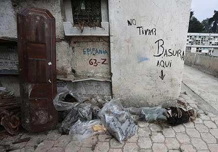 عکس های ترسناک اسباب کشی مردگان از قبرستان