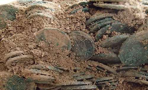کشف 22 هزار سکه مربوط به دوره روم باستان + عکس