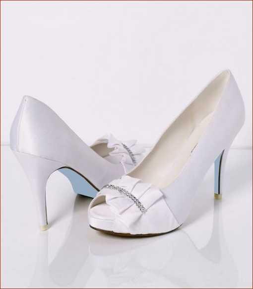 جدیدترین مدل های کفش و لباس عروس زیبا