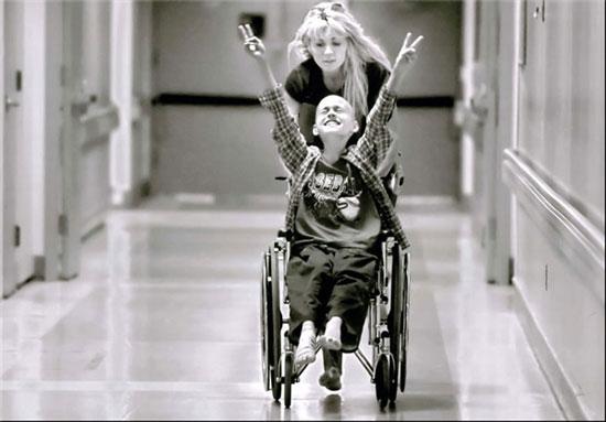 عکس های دیدنی از زندگی تلخ و عشق یک مادر به فرزندش