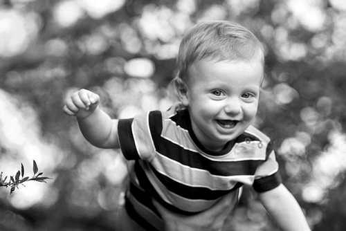 عکس های تک رنگ از کودکان زیبا و دوست داشتنی