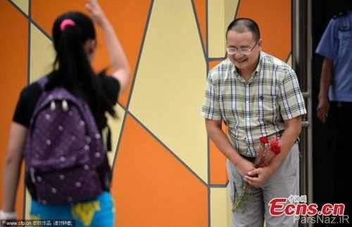 استقبال و احترام این مدیر مدرسه در رسانه ها غوغا به پا کرد