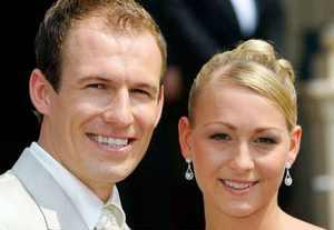 آرین روبن ستارۀ هلندی مونیخ با دختر سرمربی ازدواج کرد