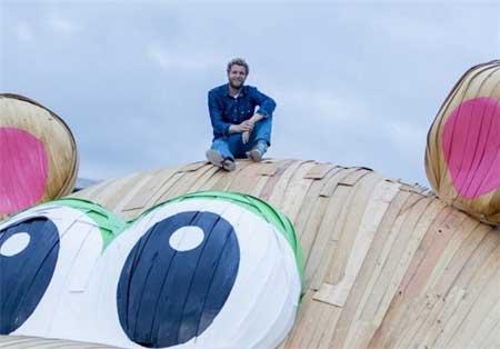 غول پیکر و بزرگترین اسب آبی چوبی دنیا + عکس