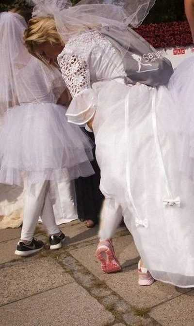 رقابت جنجالی و دیدنی 200 عروس بر سر یک داماد + عکس