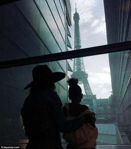 جدیدترین عکس های بیانسه و جی زی و دخترشان در پاریس