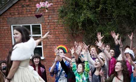 ازدواج زن انگلیسی با خودش سوژه رسانه ها شد + عکس