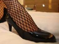 باور میکنید زنی با پاهای خود سالانه 52 میلیون تومان پول جمع نماید!+عکس