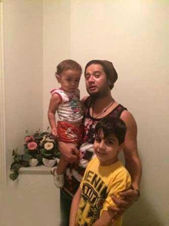 علی صادقی برای شفاف سازی عکس خانوادگی اش را منتشر کرد