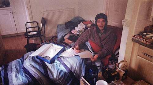 مردی که از زندگی مدرن به خاطر حساسیت فرار می کند + عکس