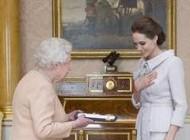 لقب جنجالی که ملکه انگلیس به آنجلینا جولی مشهور داد
