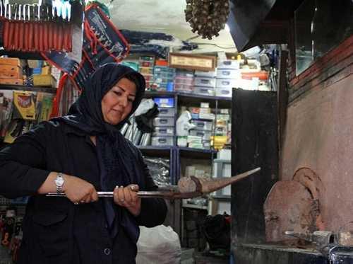 گفتوگوی جالب و خواندنی با نخستین زن آهنگر + عکس
