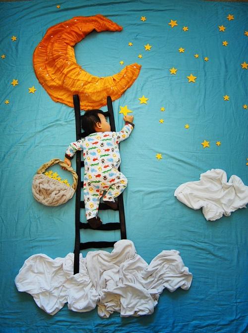 مشهور شدن نوزادی با هنر مادرش