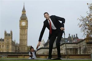 دیدار جالب بلندقدترین و کوتاهقدترین مردان جهان+عکس