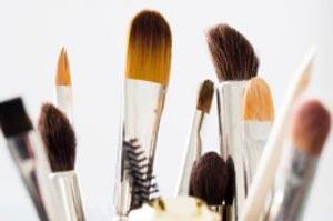 روش های نگهداری و تمیز کردن قلم موهای آرایشی