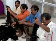 وقف کردن جالب موهای سر در کشور هند! +عکس