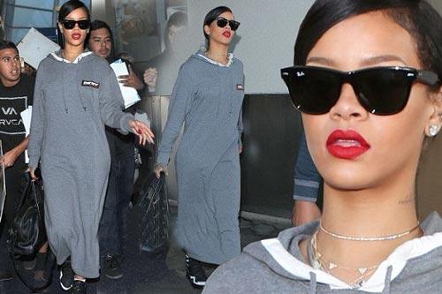 ریحانا با پوششی عجیب در لوس انجلس! +عکس
