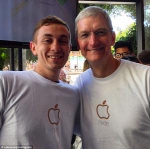 افشای راز همجنس بازی مدیر عامل شرکت اپل +عکس