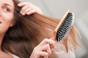روش های مناسب برای برس زدن موها