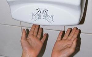 آیا می دانید که خشککن های برقی از دستمالکاغذی آلوده تر هستند!