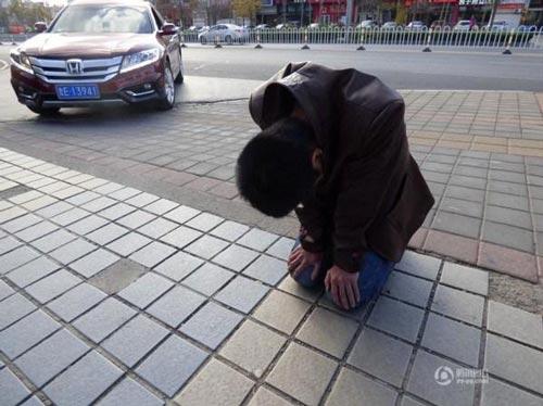 پسر جوانی در برابر نامزد خود رکورد سماجت را شکست! +عکس