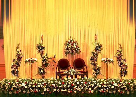 نمونه های زیبا چیدمان و تزیین جایگاه عروس و داماد 2015