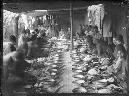 ضیافت ناهار مقامات دولتی در دوره قاجاریه +عکس