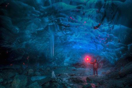 عکس های دیدنی غار های یخی زیبا و شگفت انگیز در آلاسکا