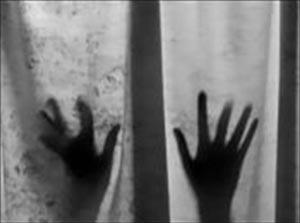 سوء استفاده جنسی از خواننده مشهور زن برملا شد + عکس