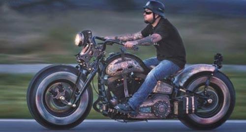 خالکوبی عجیب و غریب روی موتور سیکلت +عکس
