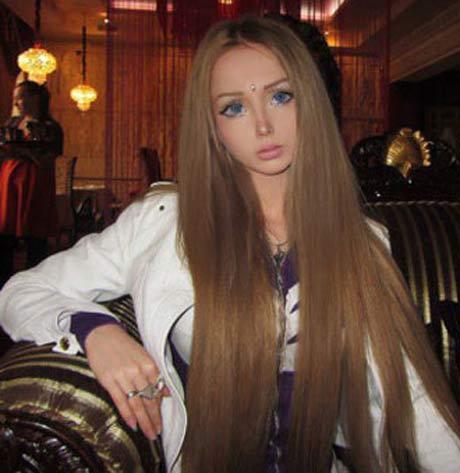 زمانی که یک دختر جوان خودش را به عروسک باربی می کند! + عکس