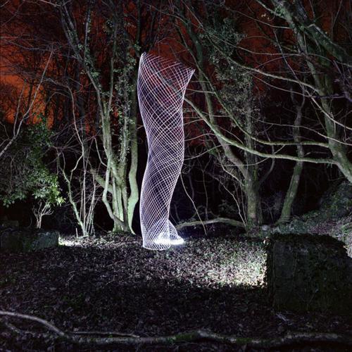 عکس های جالب و دیدنی یک عکاس برای ایجاد لامپ گردبادی