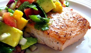 طرز پخت ماهی سالمون کبابی با سالسا