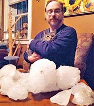سقوط یخ 20 کیلویی از آسمان شیکاگو +عکس