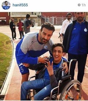 عمران زاده در کنار یک هوادار معلول +عکس