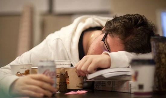 به چه دلایلی همیشه خسته هستیم؟ +عکس