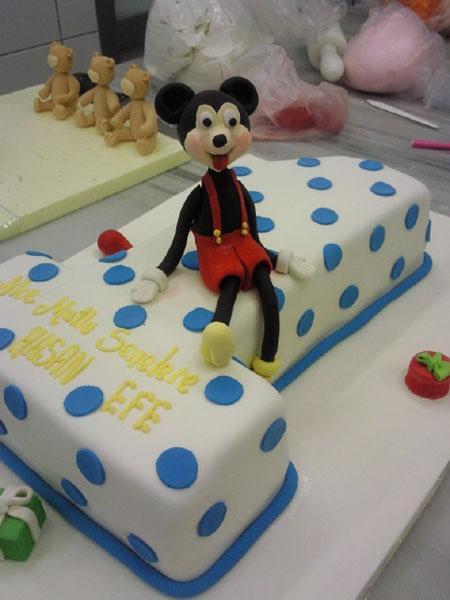 مدل های جدی کیک تولد با تم میکی موس